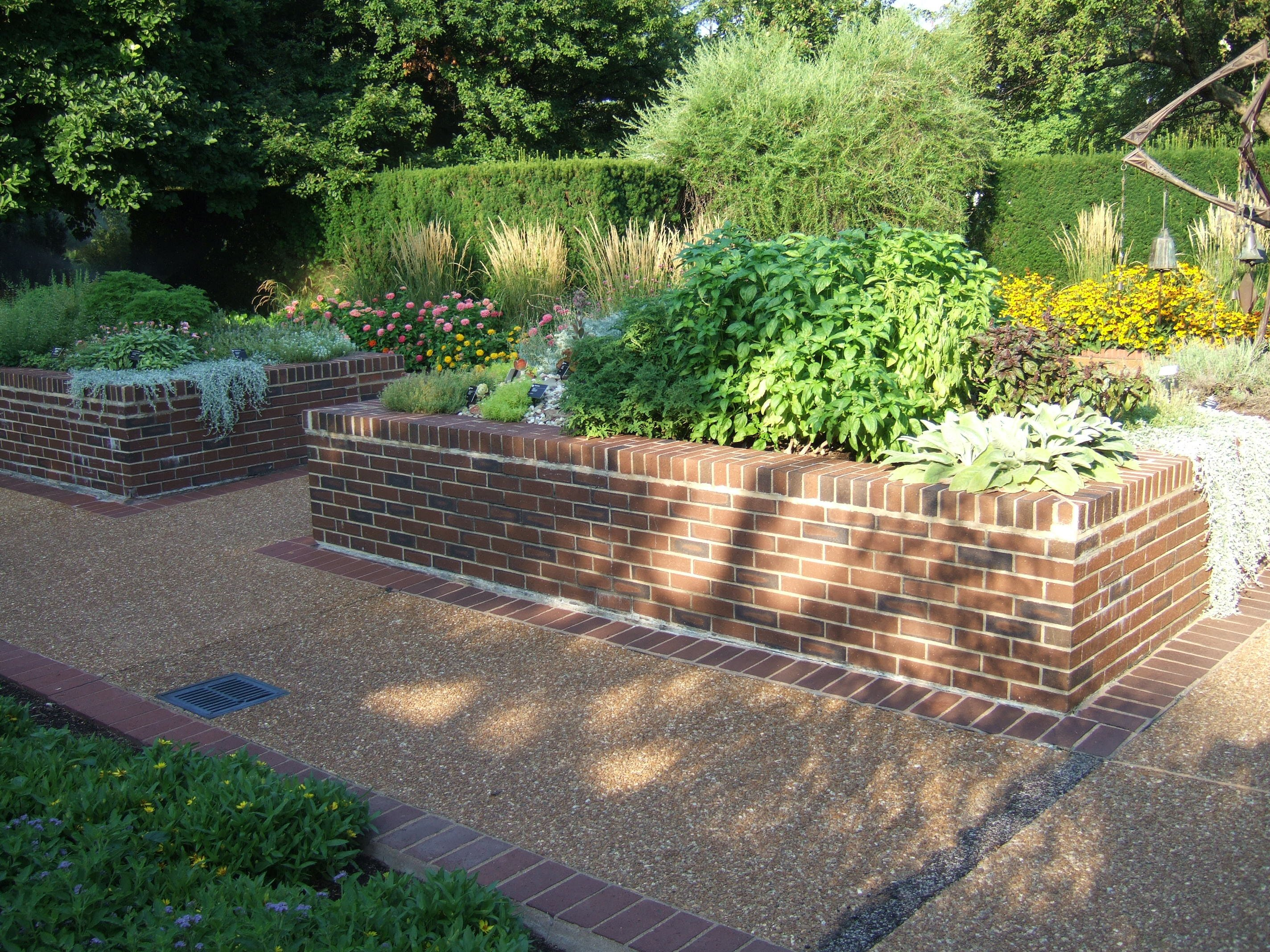 Missouri botanical garden enriching lives through for Garden design for disabled